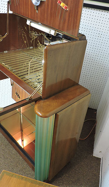 Vintage Lighted Wet Bar with Hinged Lid