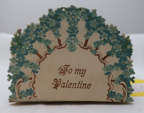 German Stand Up Valentine Card - Blue Flowers Boy and Girl