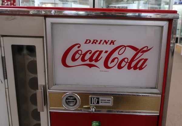 Coca-Cola Vendo Machine-Working