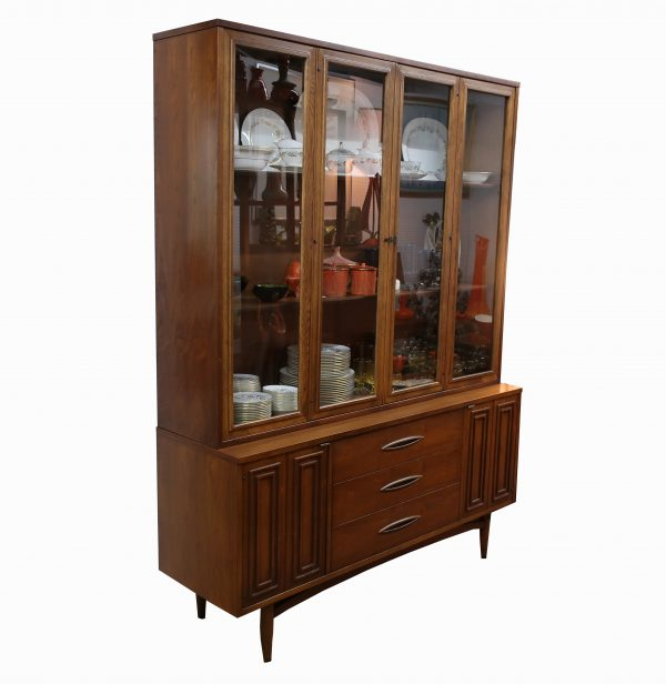 Broyhill Sculptra China Hutch-Original Finish