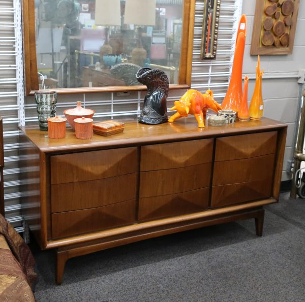 Mid Century United Diamond Front 6 Drawer Credenza