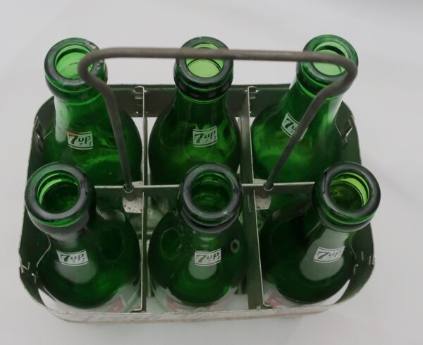 7 Up Carrier with 6 Bottles
